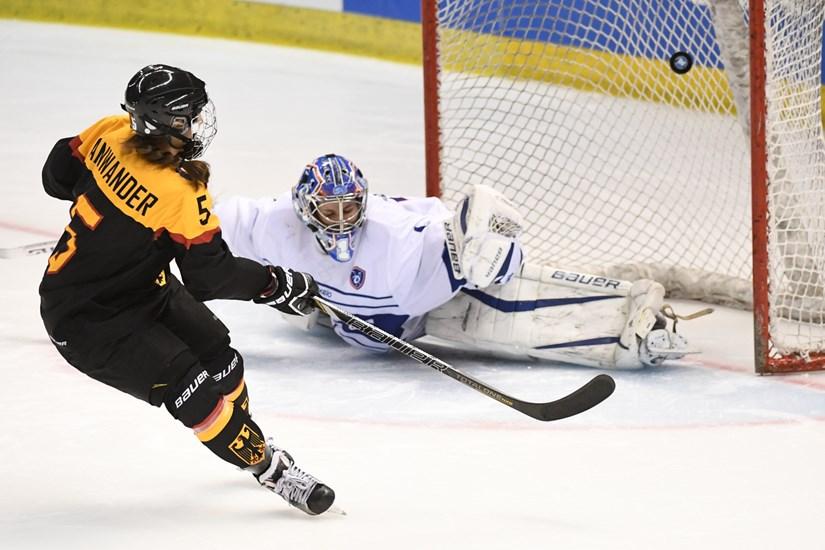 http://w-groupd.pyeongchang2018.iihf.hockey/media/1438946/GER-FRA-16.jpg?height=550&width=750